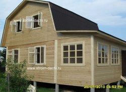 дерев'яний будинок встановлений на фундамент палі
