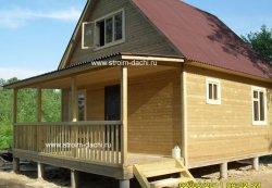 у садового будинку відкрита тераса під окремою дахом